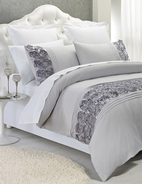 Our beautiful range of quilt covers and quilt cover sets are available across a diverse range of fashion fabrications including denim, cotton, Vintage Washed Linen, chambray, stonewash cotton, jersey, flannelette and velvet, to name a few.
