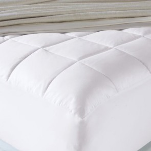 White 600 Gsm Luxury Mattress Topper With Soft Cover and Squared Quilting by Renee Taylor
