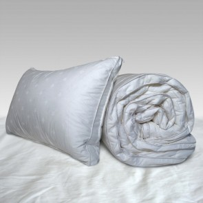 50% Goose Down & Feather Queen Luxury Quilt by Herington