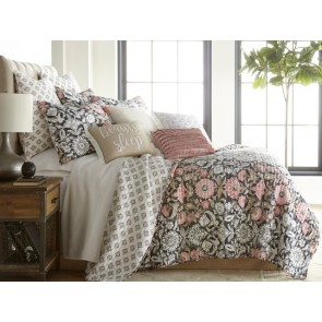 Loretta Bedspread by Classic Quilts