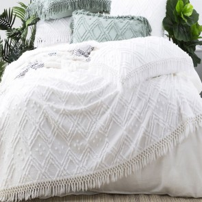 White Medallion 100 % cotton Vintage washed Tuffted Bed Cover set by Park Avenue