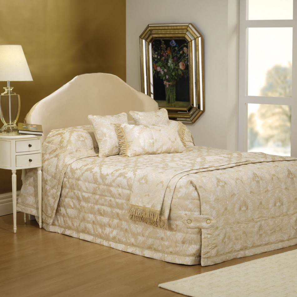 Buckingham bedspread by Bianca
